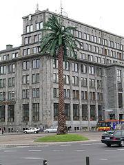 http://upload.wikimedia.org/wikipedia/commons/thumb/6/6a/Warszawa-rondo_de_Gaulle%60a_palma.jpg/180px-Warszawa-rondo_de_Gaulle%60a_palma.jpg
