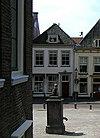 foto van Gepleisterd huis met rechte kroonlijst