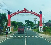 Welcome Gate to Siantar Narumonda, Toba Samosir.jpg