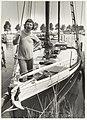 Wethouder Bert Bruijn op zijn engelse vrachtkottertje in de jachthaven aan de Spaarndamseweg. NL-HlmNHA 54023563.JPG