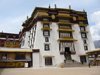 Overhang (architecture) - Overhangs of the White Palace in the Potala Palace complex. 1649, Tibetan architecture