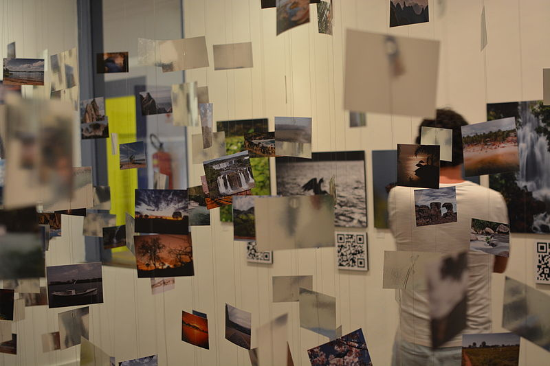 File:Wiki Loves Earth Brasil 2014 - Exhibition - Photo Cloud and Visitors.JPG