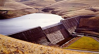 Gravity dam - Willow Creek Dam in Oregon, a roller-compacted concrete gravity dam