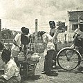 Woman selling lemonade, Wanita di Indonesia p54 (Stoomvaart mij Nederland).jpg