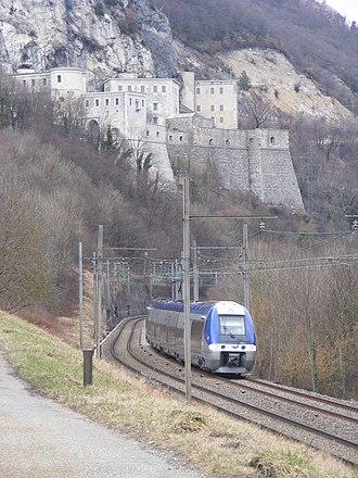Lyon–Geneva railway - Z27894 passing by Fort de l'Ecluse