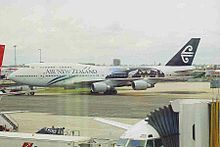 ZK-NBW 2 B747-419 ANZ(All Blks) SYD 28SEP99 (6582234137).jpg