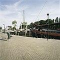Zicht op haven met omliggende historische gebouwen en boten - Gouda - 20387437 - RCE.jpg