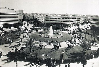 Zina Dizengoff Circle in the 1940s.jpg