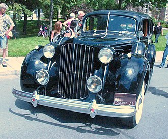 1939 (17th series) Twelve '38 Packard (Auto classique Laval '11).jpg