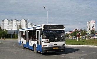 Nizhnevartovsk - Image: Автобус МАЗ 104 на улиуе Нижневартовска