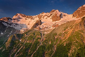 Alaniya National Park - Image: Водопад Три Сестры на рассвете