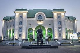 Здание башкирского академического театра драмы им. М.Г. Гафури, памятник М.Г. Гафури.jpg