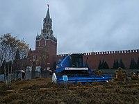 Комбайн на Красной площади.jpg