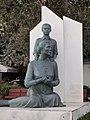 Памятник в парке Неа Муданья - panoramio.jpg