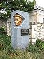 Памятный знак на улице Челова (Керчь).jpg