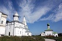 Троицкий собор и церковь Всех Святых.JPG