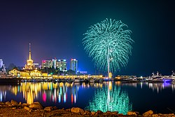 Фейерверк в морском порту Сочи 9 мая 2015 года.jpg