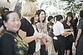 นางพิมพ์เพ็ญ เวชชาชีวะ ภริยา นายกรัฐมนตรี ณ Singapore Botanic Gardens - Jacob B - Flickr - Abhisit Vejjajiva (12).jpg