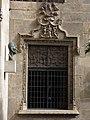 038 Generalitat, pati dels Tarongers, finestral de la capella de Sant Jordi.JPG