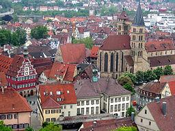 Blick auf den Altstadtkern mit altem und neuen Rathaus und Stadtkirche