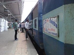 Suryanagri Express - Image: 12479 Suryanagri Express at Bandra Terminus