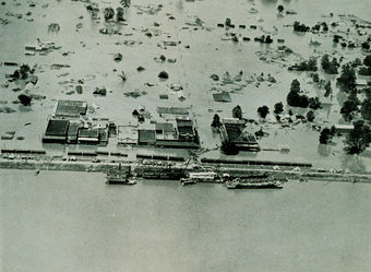 Flooded homes on the Mississippi