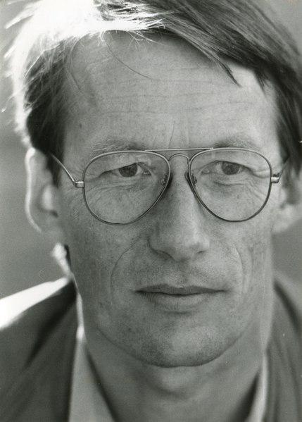 1992-10-13 Otto Stender, Porträt Friedrich Christian Delius vor der Georgsbuchhandlung in Hannover