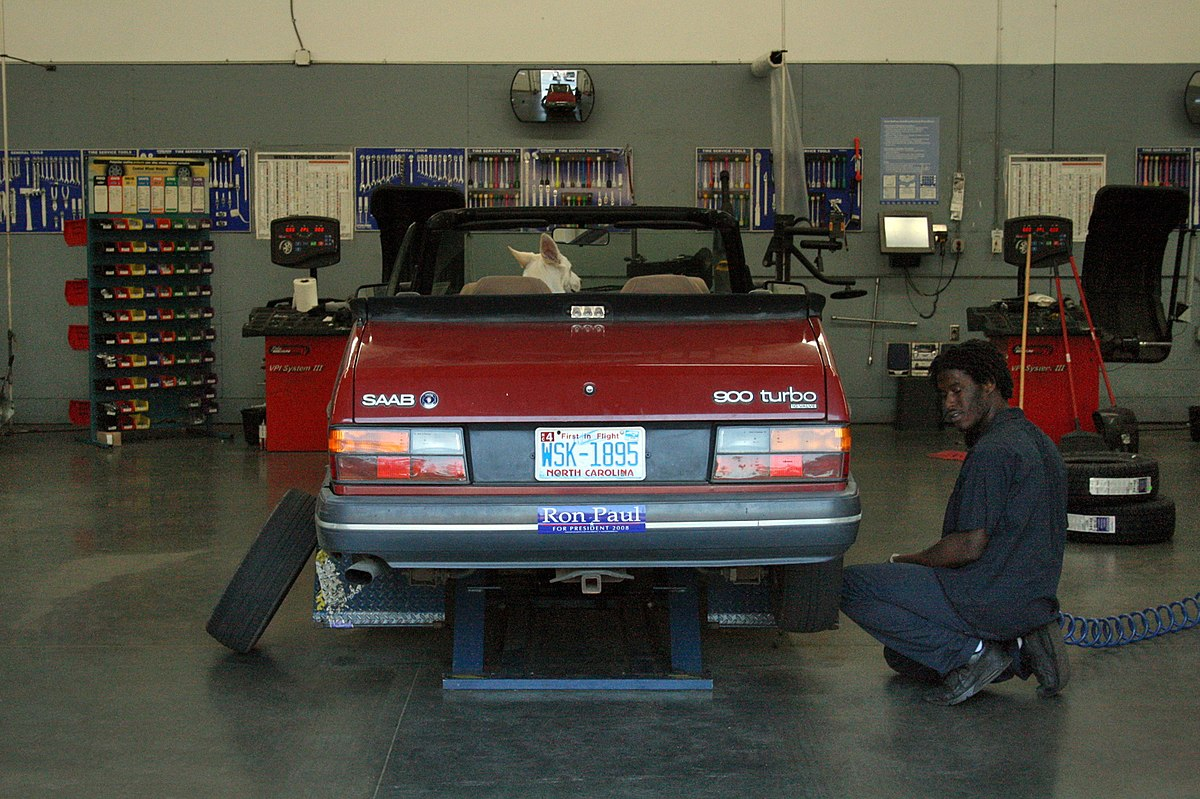 Automobile repair shop wikipedia for Small motor repair shop