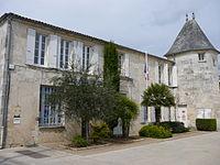 2009-04-Nieulle-sur-Seudre-France17-townhall&PostOffice.JPG