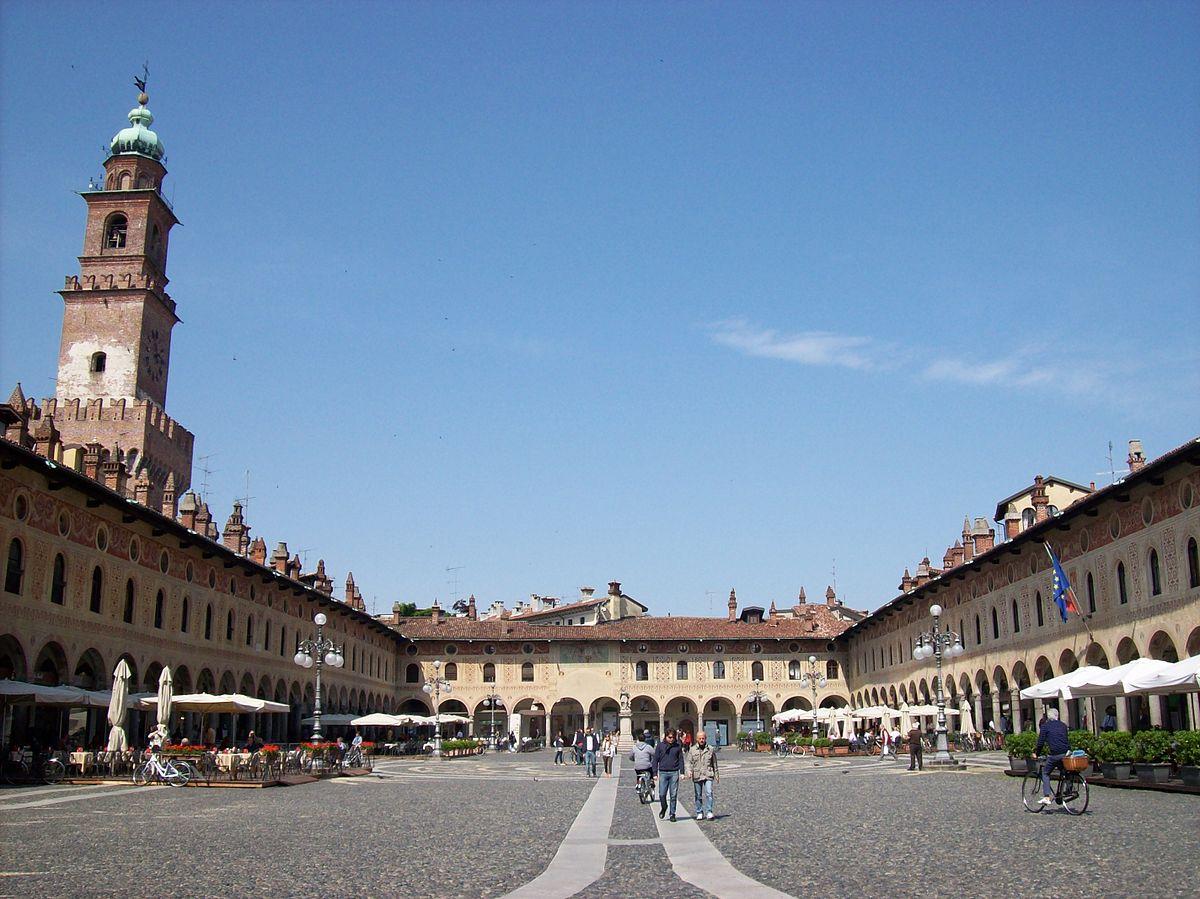 Pavia - muncitori italieni plătiți cu lei românești și contracte de muncă înregistrate în România