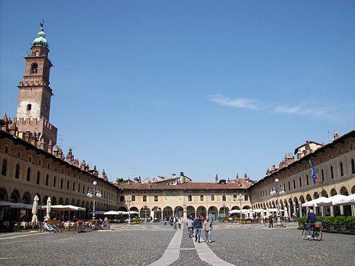 2012-04-28 Vigevano Piazza Ducale