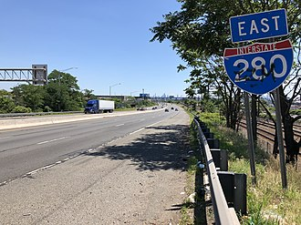 Interstate 280 (New Jersey) - View east along I-280 just east of Exit 16 in Harrison