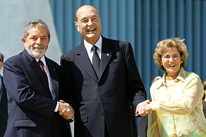 Brazil–France relations - Former French president, Jacques Chirac greets the former president of Brazil, Luiz Inácio Lula da Silva and wife Marisa during a ceremony at the Palácio da Alvorada in Brasília.