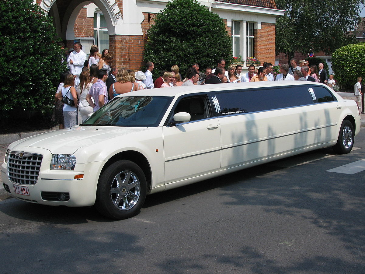 Limousine - Simple English Wikipedia, the free encyclopedia