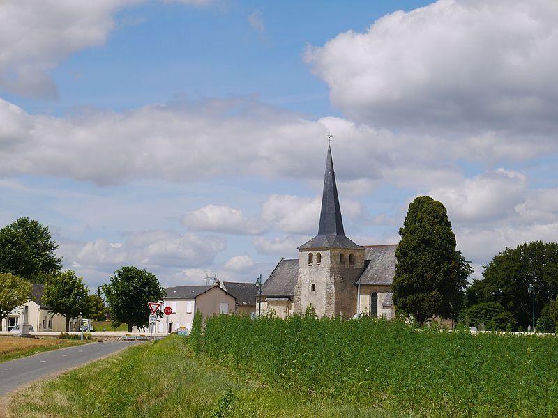 Entrée du village et église Saint-Laurent.