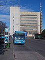 85-ös busz és az Örs Vezér Irodaház, 2019 Ligettelek.jpg
