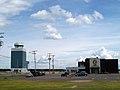 Aéroport de St-Honoré (entrée du stationnement).jpg