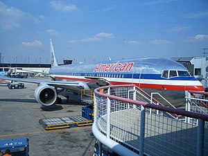 An American Airlines Boeing 767 at Chicago O'H...
