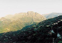Vue du village d'Ait-Daoud sur une partie du Djurdjura