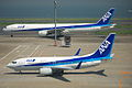 ANA B737-781(JA07AN) & B777-381(JA754A) @HND RJTT (1438919442).jpg
