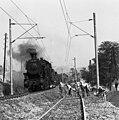A Budapest-Szob vasútvonal a község Zebegény felé eső határában, pályafelújítás. Háttérben a visegrádi fellegvár. Fortepan 87395.jpg