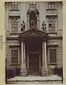 A volt Károly laktanya, ma a Főpolgármesteri Hivatalának bejárata. - Budapest, Fortepan 82640.jpg