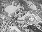 Aerial view of Buckingham Palace, 1934.jpg