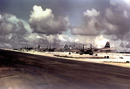 Aircraft of the 509th Composite Group that took part in the bombing of Hiroshima and Nagasaki. Left to right: backup plane, The Great Artiste, Enola Gay Agnew HiroshimaAircraft.jpg