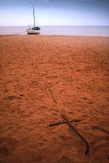 Barca ancorata a terra