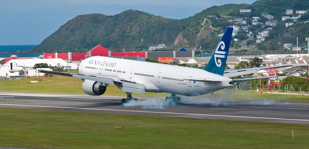 Penembakan Selandia Baru Wikipedia: File:Air New Zealand B777-300ER Lands At Wellington, 9 Feb
