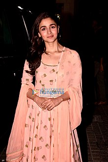 Alia Bhatt grace the special screening of Raazi (1).jpg