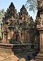 Angkor-Banteay Srei-15-Prasat-2007-gje.jpg