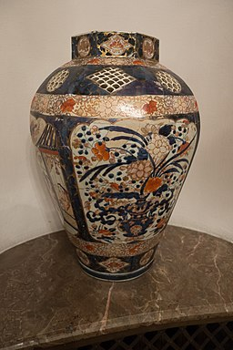 Antique vase with flower motif (26471774746)