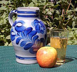 Apfelwein Geripptes Bembel.jpg